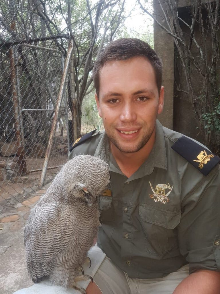 Ranger Ruan Roos with Mtimba, verrea